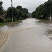 Прикарпаття знову затопило: паводок пошкодив дороги у двох районах