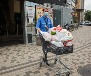 «АТБ» рятує: мешканці постраждалих від повені західних областей отримали безплатні продуктові набори