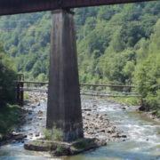 Прикарпатець стрибнув з 10-метрового моста у річку Прут